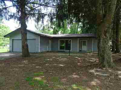 Lenawee County Single Family Home For Sale: 714 River Acres