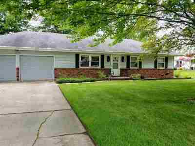Single Family Home For Sale: 205 Canterbury