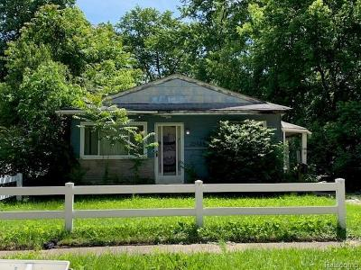 Single Family Home For Sale: 20484 Grandview St