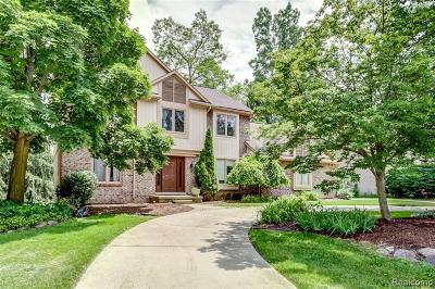 Farmington Hill Single Family Home For Sale: 21860 Parkwood Ln