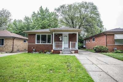 Oak Park Single Family Home For Sale: 21936 Cloverlawn St