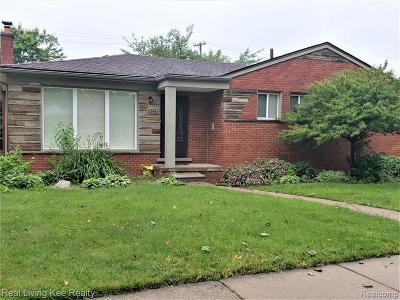 Oak Park Single Family Home For Sale: 23461 Cloverlawn St St