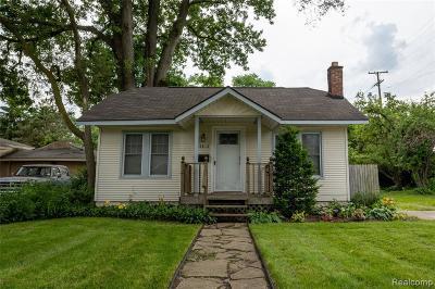 Oak Park Single Family Home For Sale: 24815 Republic