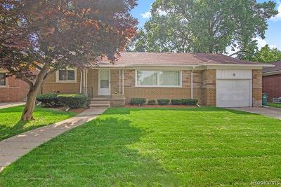 Oak Park Single Family Home For Sale: 21931 Westhampton St