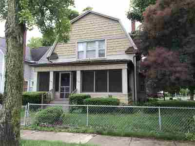 Lenawee County Single Family Home For Sale: 837 W Maumee