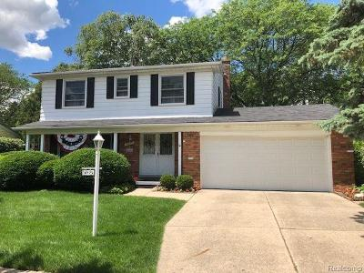 Plymouth Single Family Home Contingent - Financing: 14775 Thornridge Dr