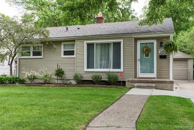 Oak Park Single Family Home For Sale: 23060 Roanoke Ave