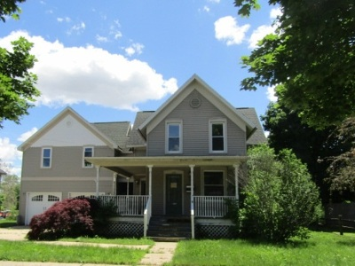 Single Family Home For Sale: 319 Riley St