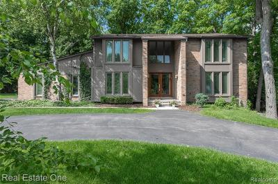 West Bloomfield Single Family Home For Sale: 3200 Shadydale Ln