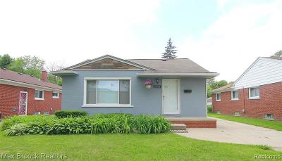 Oak Park Single Family Home For Sale: 22121 Parklawn St