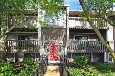 Farmington Hill Condo/Townhouse For Sale: 29860 W 12 Mile Rd