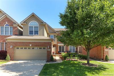 Northville Condo/Townhouse For Sale: 44974 Broadmoor Cir S