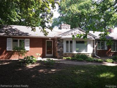 Livonia Single Family Home For Sale: 31670 7 Mile Rd