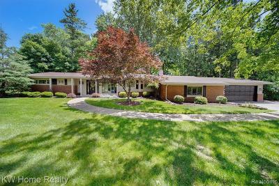 Farmington Hill Single Family Home For Sale: 33951 Brittany Dr