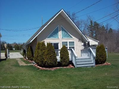 Brighton Single Family Home For Sale: 2863 Parklawn Dr