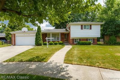 Plymouth Single Family Home For Sale: 14500 Farmbrook Dr