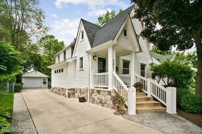 Plymouth Single Family Home For Sale: 381 Sunset St