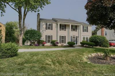 West Bloomfield Single Family Home For Sale: 5911 Kingsfield Dr