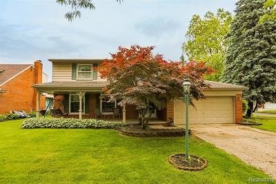 Livonia Single Family Home Contingent - Financing: 35910 Roycroft St