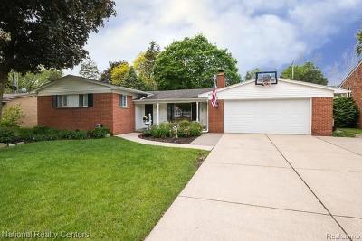 Livonia Single Family Home For Sale: 16365 Farmington Rd