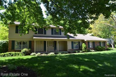 Farmington Hill Single Family Home For Sale: 33877 Hunters Pointe Rd