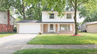 Livonia Single Family Home For Sale: 36651 Ladywood St