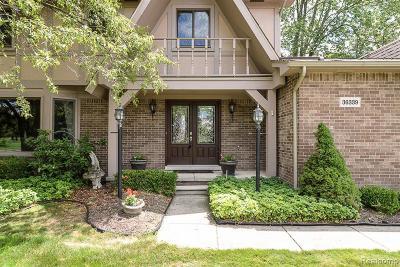 Farmington Hill Single Family Home For Sale: 36339 Parklane Cir