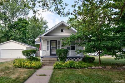 Plymouth Single Family Home For Sale: 1027 Ross St