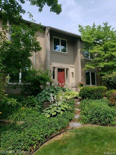 Wixom Single Family Home For Sale: 1811 Willowicke Dr
