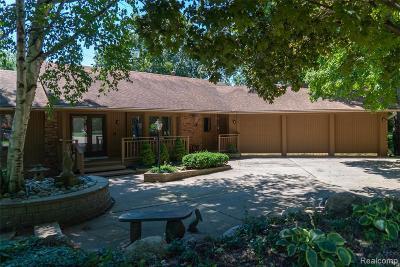Farmington Hill Single Family Home Contingent - Financing: 36823 Turtle Creek Crt