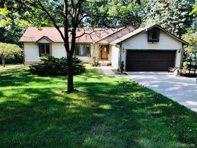 Lake Orion Single Family Home For Sale: 1934 Kinmount Dr