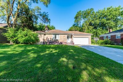 Oak Park Single Family Home For Sale: 22141 Cloverlawn St