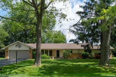 West Bloomfield Single Family Home For Sale: 2308 Horseshoe Dr