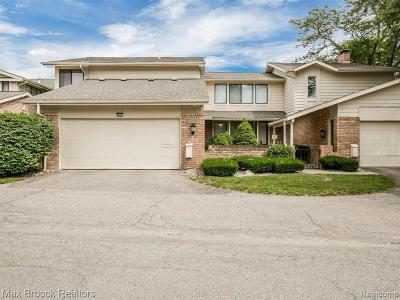 West Bloomfield Condo/Townhouse For Sale: 7479 Pebble Ln