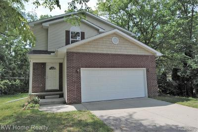 Livonia Single Family Home For Sale: 20437 Angling St
