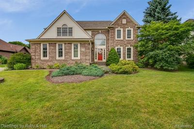 Plymouth Single Family Home For Sale: 9115 Countrywood Dr