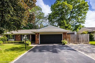Novi Single Family Home For Sale: 41149 Park Forest Crt