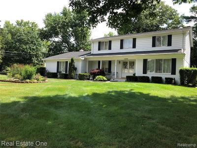 Farmington Hill Single Family Home For Sale: 30180 Fernhill Dr