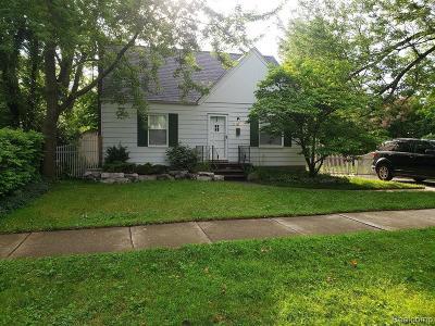 Oak Park Single Family Home For Sale: 20761 Ridgedale St