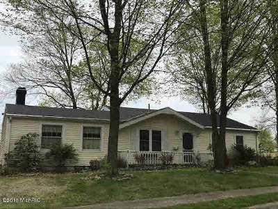 Hillsdale Single Family Home For Sale: 41 Charles St
