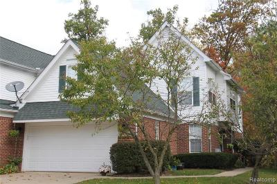 Wixom Condo/Townhouse For Sale: 2671 Bass Wood Ln