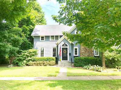 Hillsdale Single Family Home For Sale: 93 S Manning St