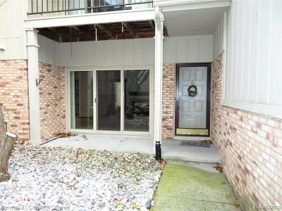 Farmington Hill Condo/Townhouse For Sale: 29250 Laurel Dr