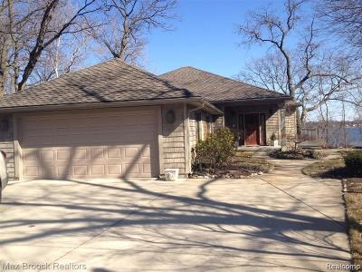 Single Family Home For Sale: 11321 N Shore Dr