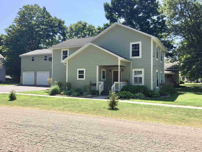 Single Family Home For Sale: 202 S Byron St