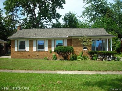 Oak Park Single Family Home For Sale: 23497 Parklawn St