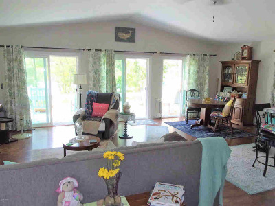 Branch County Single Family Home For Sale: 209 Beverly Dr