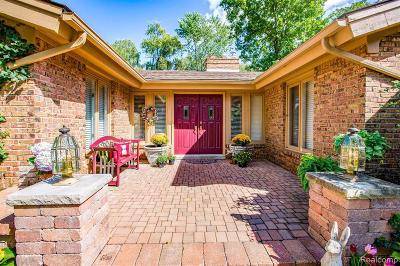 West Bloomfield Single Family Home For Sale: 4697 Wendrick Dr