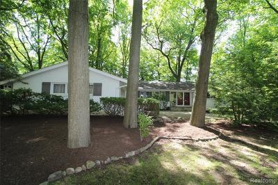 Farmington Hill Single Family Home For Sale: 21140 Centerfarm