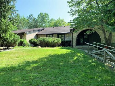 Farmington Hill Single Family Home For Sale: 25440 Springbrook Dr
